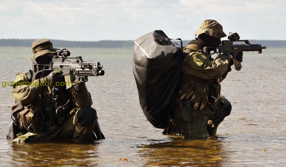 Die Kampfschwimmerkompanie der Bundeswehr ist stationiert Eckernförde und sind die Spezialkräfte der Marine. Im Bild: Kampfschwimmer gehen vor und sichern im Strandbereich.