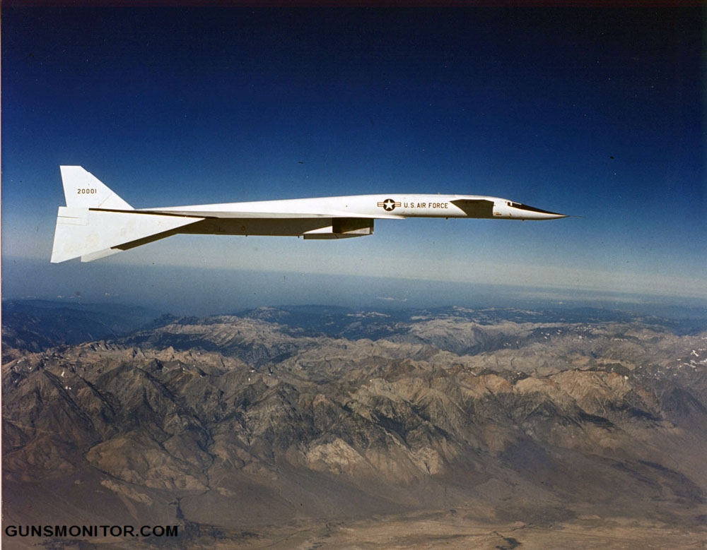 North American XB-70A Valkyrie in flight (S/N 62-0001). Note the drooped wings. (U.S. Air Force photo)
