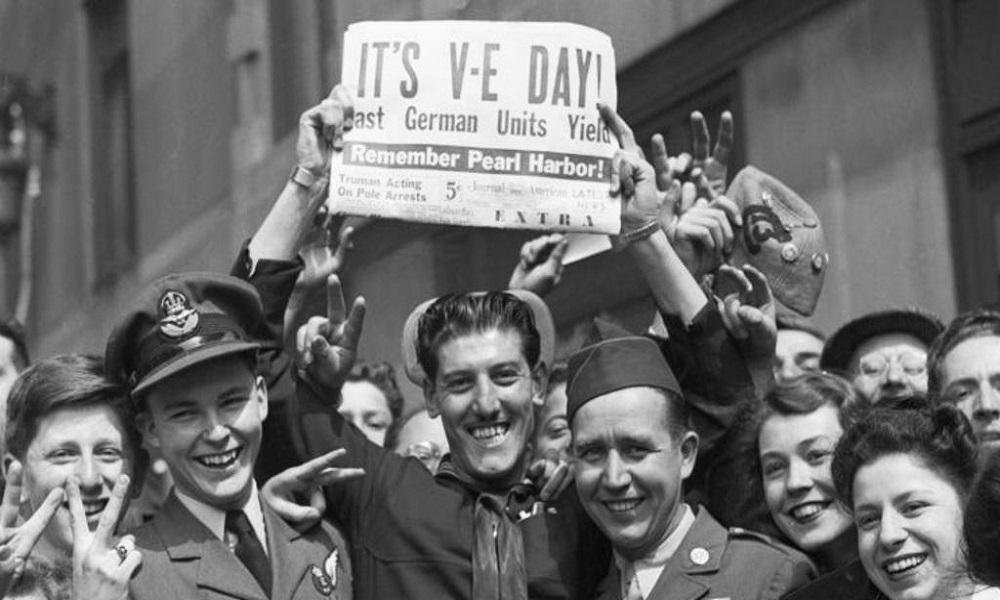 جشن سراسری، لحظه ای پس از پایان جنگ جهانی!